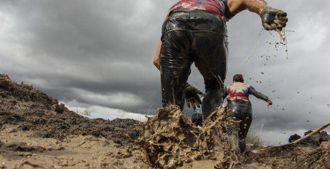 correndo na lama