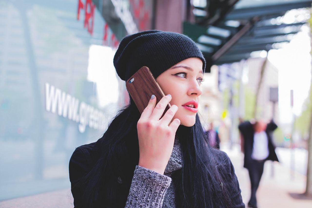 sonhar que fala no celular