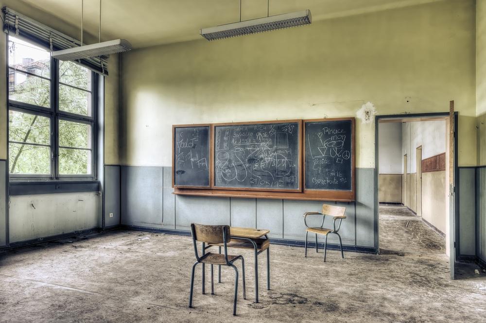 sonhar com escola vazia